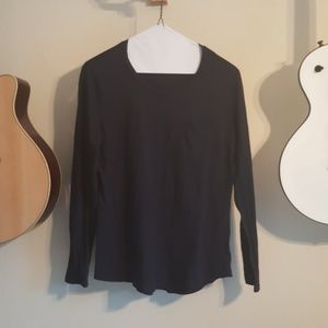 Old Navy medium long sleeve relaxed fit t-shirt